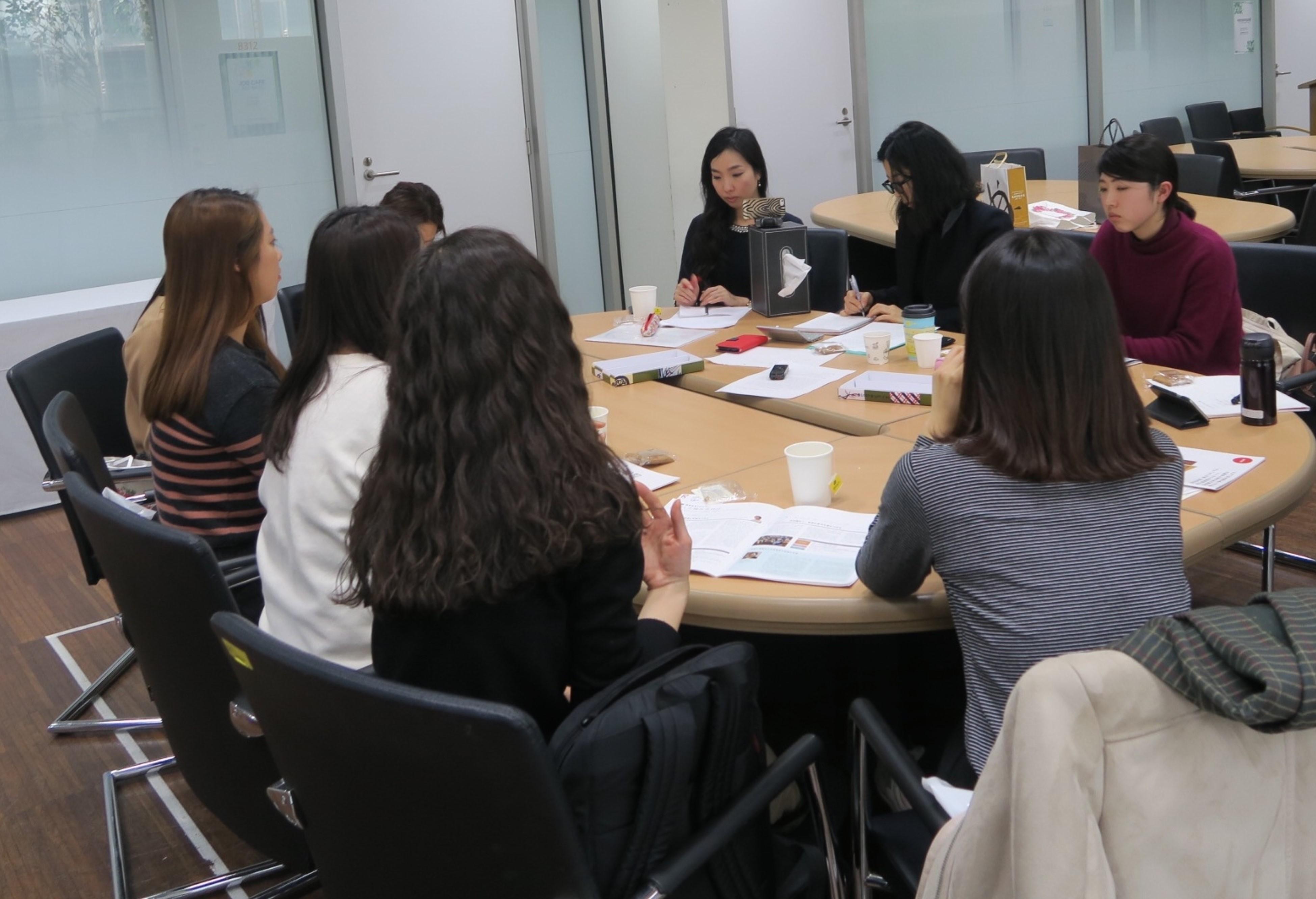 梨花女子大学で行った韓国の女子学生へのインタビュー風景
