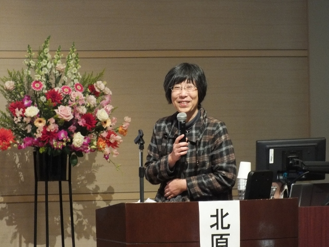 A smiling Prof. Kitahara delivers her lecture