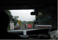 車中からの風景(検問)