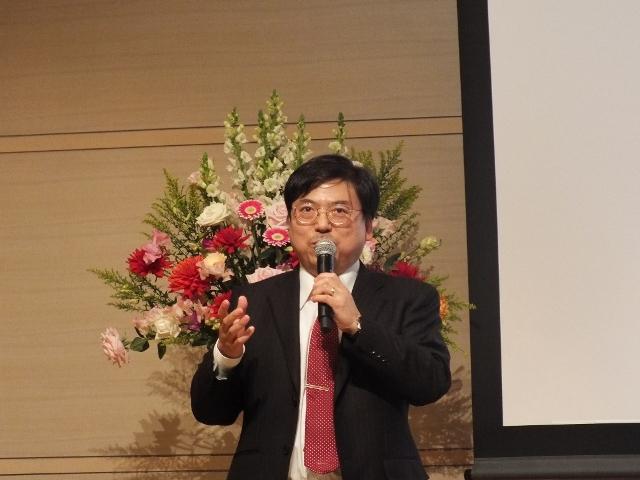 第5部の司会を務めたプロジェクトリーダーの稲葉光行教授