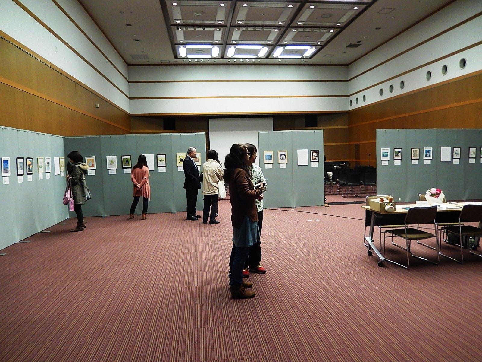 5日間行われた「震災で消えた小さな命展 複製画展」の様子